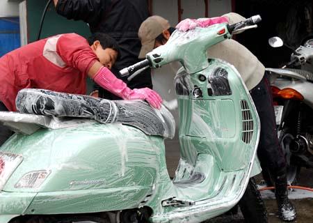 Một số cách giúp bảo quản xe máy bền đẹp